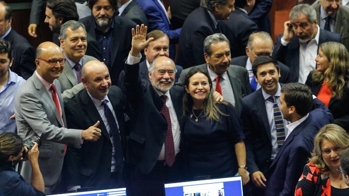 Mayoría formal, pero no política: Las consecuencias del angustiante triunfo de Flores en la Cámara para la oposición
