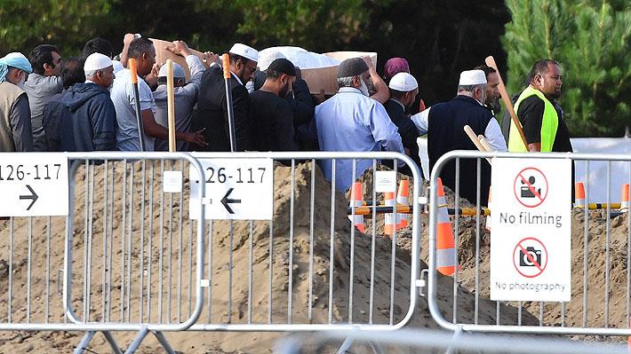 Nueva Zelanda sepulta a las primeras víctimas del ataque contra mezquitas
