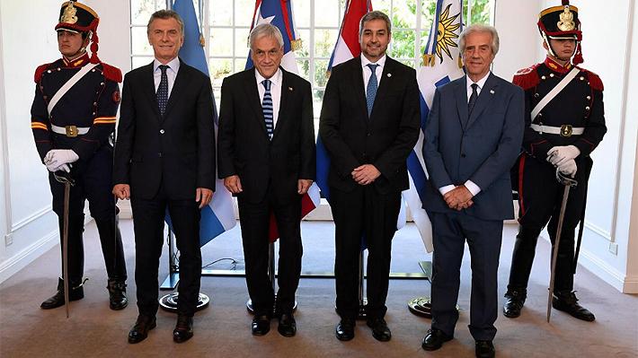 """Piñera anuncia que Chile tendría """"tres o cuatro sedes"""" del Mundial 2030 y que la idea es albergar el partido del tercer lugar"""