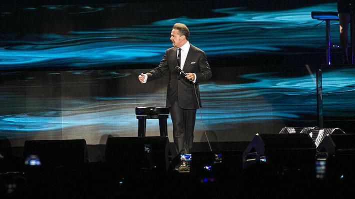 Acusan a Luis Miguel de lanzarle el micrófono a su sonidista en reciente concierto en Panamá: mira el video