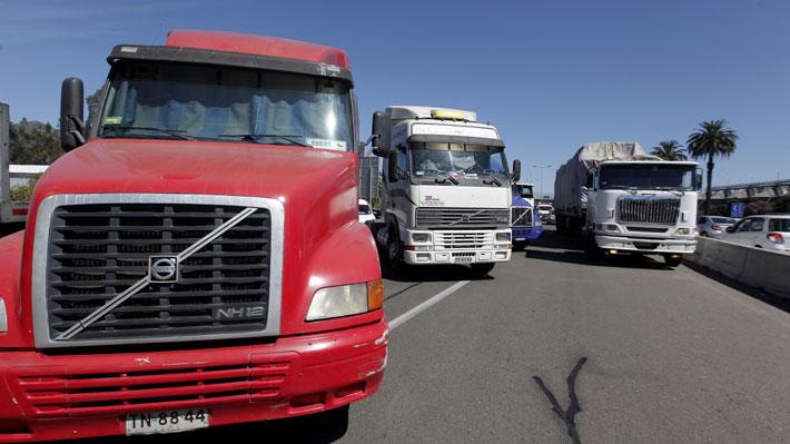 Camioneros bloquearon Ruta 68: Acordaron con Gobierno apurar cambio a ley que exige permiso municipal para operar