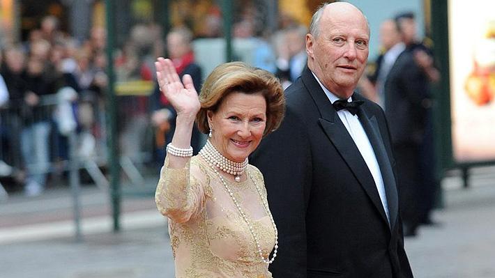 Harald y Sonja, la polémica historia de amor de los reyes de Noruega que el martes llegan a Chile