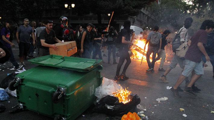 Marcha contra presencia de Bolsonaro en Chile finaliza con incidentes y detenidos