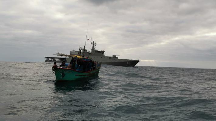 Sorprenden a otro pesquero peruano cargado con tiburón azul en aguas nacionales