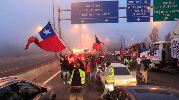 Bloqueo Ruta 68: Camioneros de Valparaíso acusan precariedad de empleo y apuntan a EPV, Gobierno y administración de Sharp