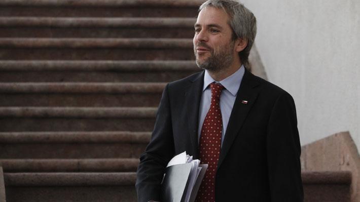 """Blumel dice que reuniones entre Piñera y la oposición buscan generar """"un mejor clima político"""""""