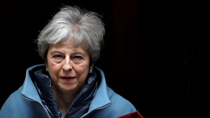 May se reúne con su gabinete para encarar el Brexit en medio de presiones para abandonar su puesto