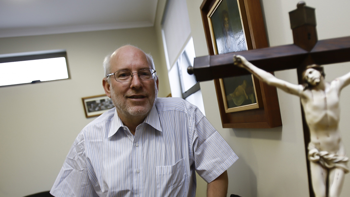 Eugenio Valenzuela, ex provincial de los jesuitas, solicita su salida de la Orden en medio de acusaciones de abuso