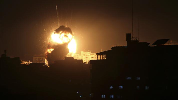 Israel ataca posiciones de Hamas en Gaza en respuesta a proyectil palestino