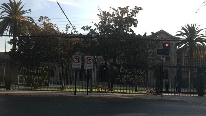 """Alumnas se toman Campus Oriente de la Universidad Católica: Acusan falta de medidas contra """"abusadores"""""""