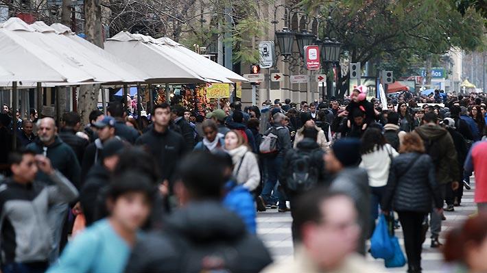 Remuneración promedio imponible en Chile es de $853.482 y brecha de género en sueldos alcanza 11,2%