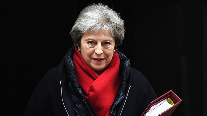 Theresa May se compromete a renunciar si diputados aprueban el acuerdo del Brexit