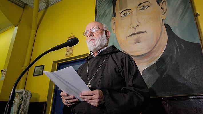 """Nuevo administrador apostólico de Santiago anuncia reunión con denunciantes de Karadima, pide perdón y admite """"negligencias"""""""