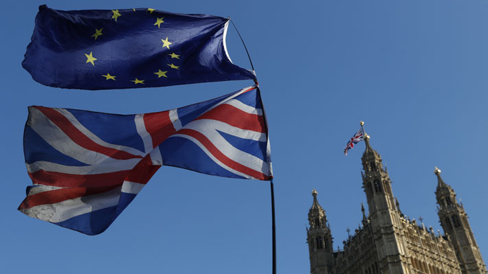 Parlamento británico aprueba retrasar la fecha del Brexit para el 22 de mayo