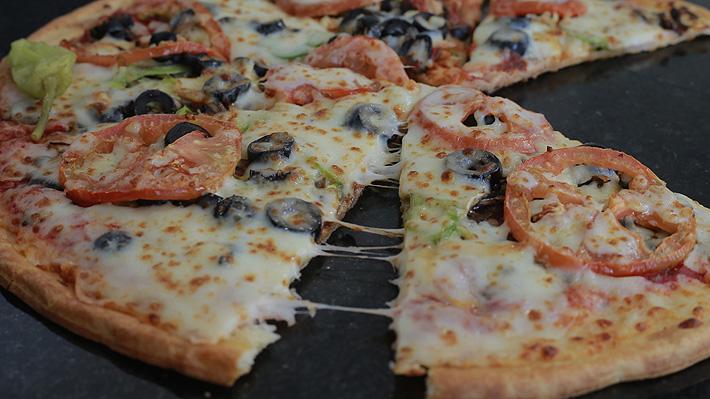 Activista vegana acusó a famosa pizzería de sabotear su estilo de vida: habrían escondido pedazos de carne en la masa