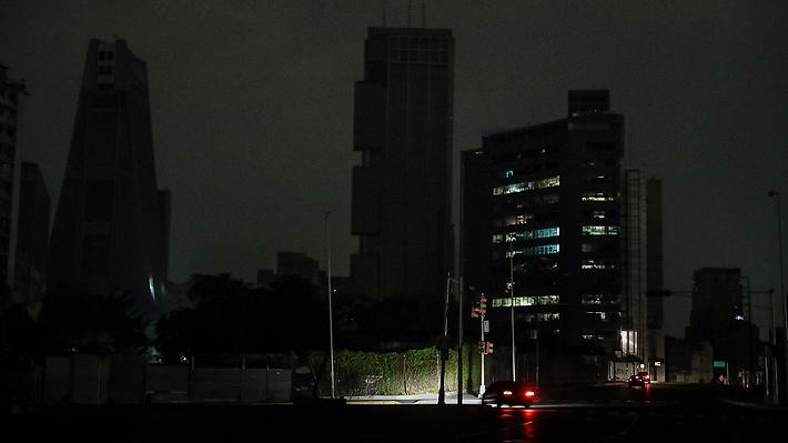 """Gobierno de Maduro asegura que nuevos cortes eléctricos en Venezuela se deben a un """"infame ataque terrorista"""""""