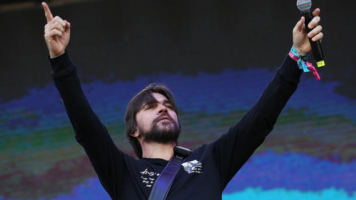 Juanes sorprende en Lollapalooza con cover de Soda Stereo con Charly Alberti en el escenario