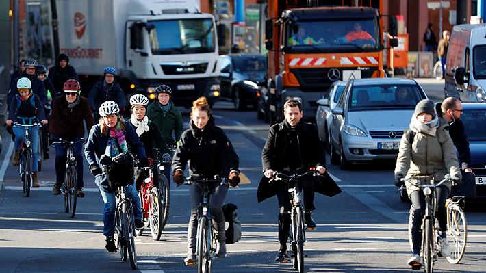 Campaña en Alemania para incentivar el uso del casco fue acusada de sexista por utilizar modelos en ropa interior