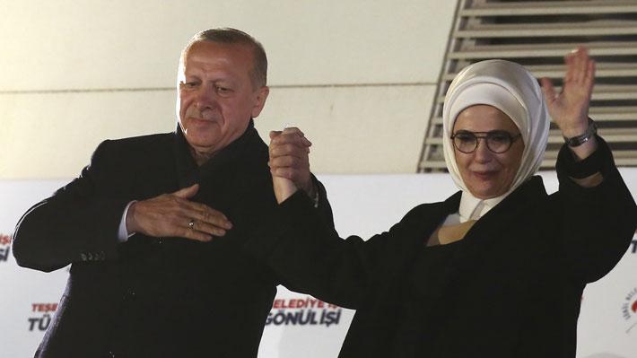 Duro revés para Erdogan: Partido oficialista habría perdido Ankara y Estambul en los comicios municipales de Turquía