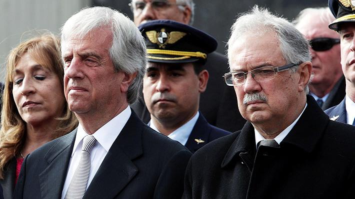 Presidente de Uruguay destituye a ministro de Defensa y jefe del Ejército por caso de DD.HH.