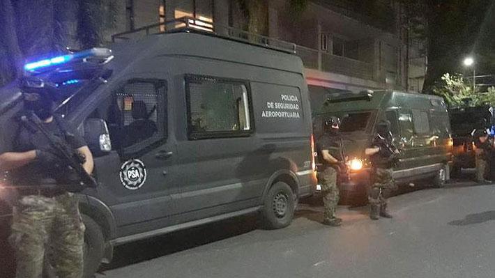 Artistas chilenos son detenidos en Argentina acusados de terrorismo: Policía confundió intervención urbana con una bomba