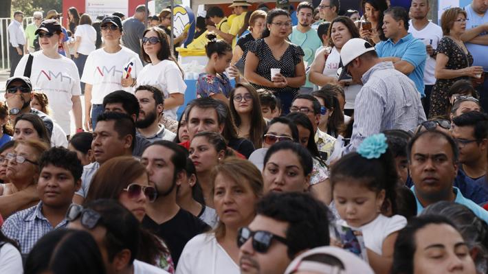 Estudio detecta alta percepción de movilidad social en Chile: 77% de la población se considera de clase media