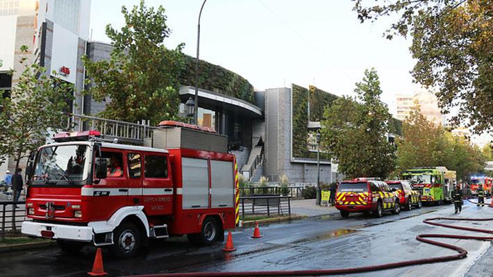 Tránsito cortado y animales evacuados: Las consecuencias del incendio que afectó al Parque Arauco