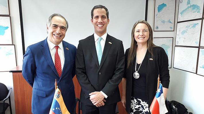 """Senador Chahuán se reúne con Juan Guaidó en Venezuela y revela que el Presidente Piñera """"quiere invitarlo a Chile"""""""