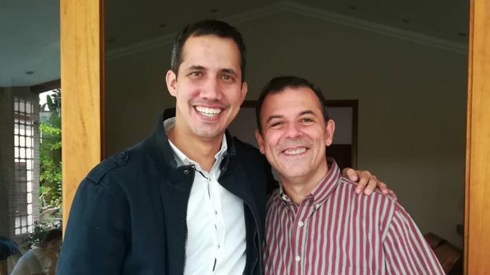 Encierro y apoyos: Los 730 días de Roberto Enríquez asilado en la embajada de Chile en Venezuela
