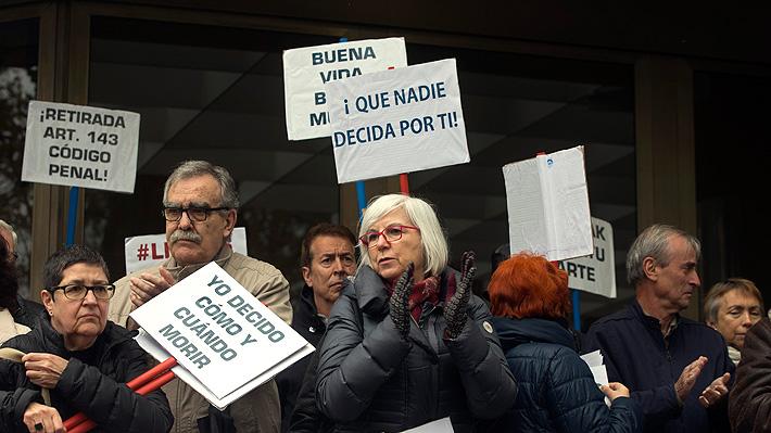 El debate por la eutanasia que se tomó España tras caso de hombre que ayudó a morir a su esposa