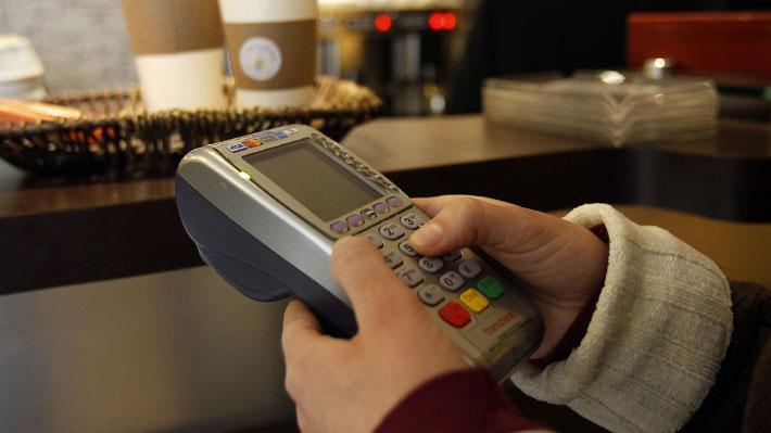 Mayor competencia en mercado de tarjetas de pago: Ejecutivo explica beneficios y expertos plantean desafíos