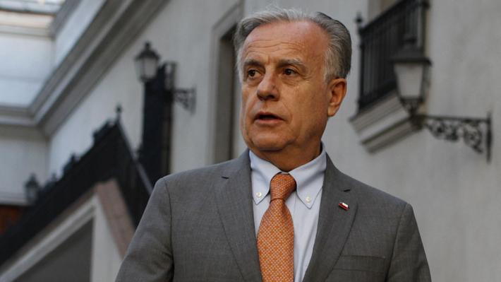 """Ministro de Salud defiende a Superintendente: """"En ningún momento estaba en el ánimo de él favorecer a las isapres"""""""