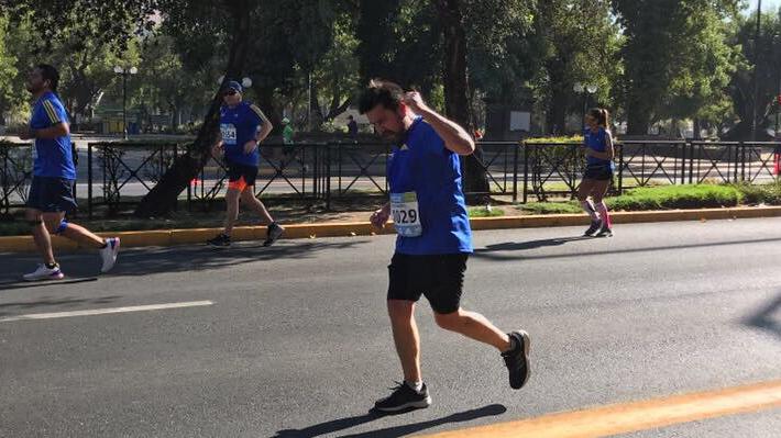Psicólogo y fue asesor del Mineduc en el Gobierno de Bachelet: Quién es el corredor que falleció en el Maratón de Santiago