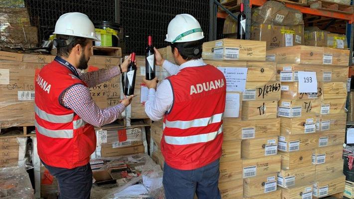 Desde vehículos hasta un ascensor: Los curiosos artículos que Aduanas rematará en la primera subasta de 2019