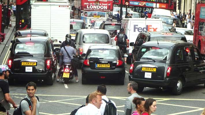 Centro de Londres restringe el ingreso a vehículos más contaminantes