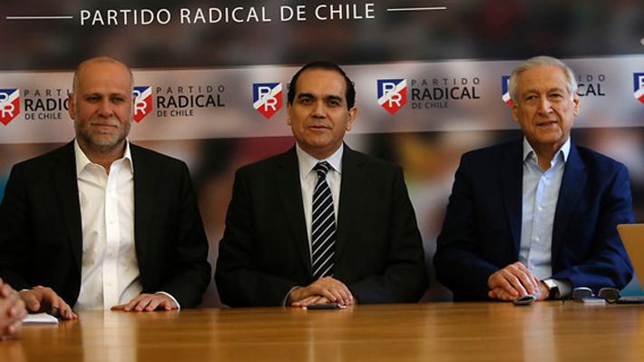 """Oposición rechaza paralelo entre Piñera y Pinochet: """"No es lo mismo que el dictador, pero escucha poco"""""""