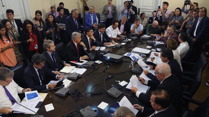 """""""No nos deja conformes"""",  """"Decepcionante"""": Oposición definirá este martes futuro de reforma tributaria"""