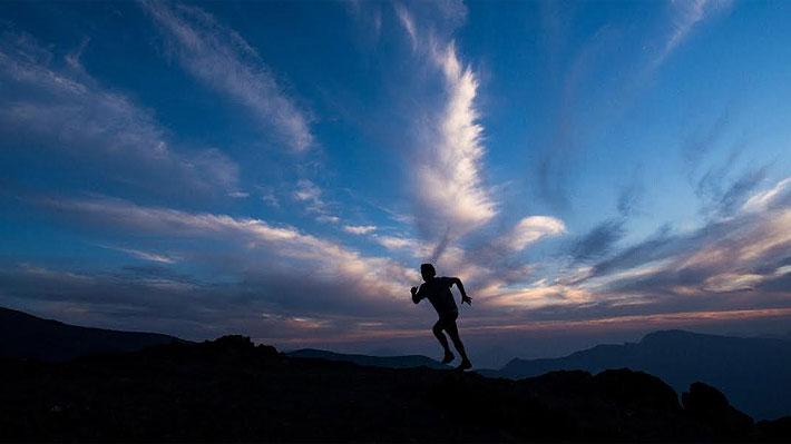 Cerca de 500 deportistas competirán en inédito trail running nocturno por los cerros de Lo Barnechea