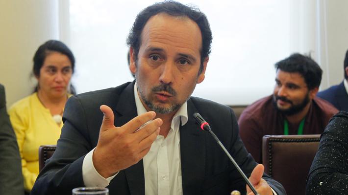 """Núñez (PC) advierte que unidad opositora quedó """"herida de muerte"""" tras apoyo DC para legislar reforma tributaria"""