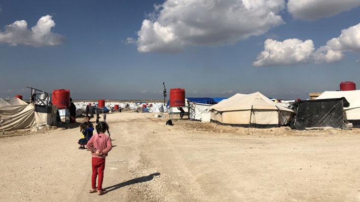 Chileno radicado en Suecia viaja a Siria para rescatar a sus nietos: Su hija pertenecía al Estado Islámico