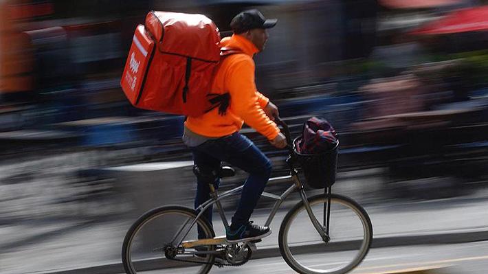 Justicia ordena prohibir el funcionamiento de empresas de delivery en bicicleta en Buenos Aires