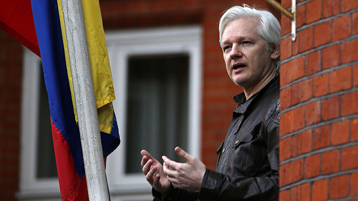Detienen al fundador de WikiLeaks, Julian Assange, en la embajada de Ecuador en Londres