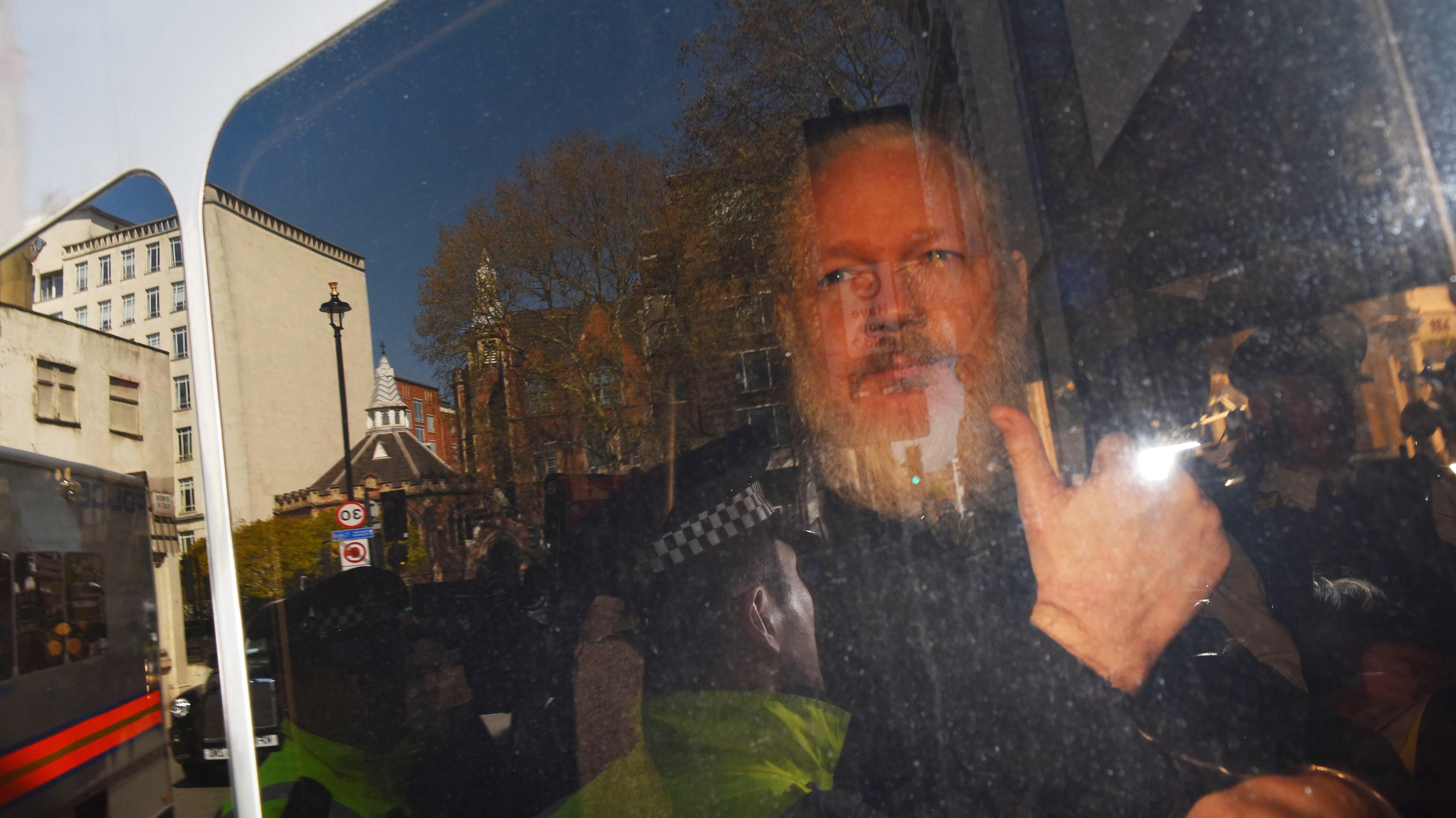 Desde el gobierno australiano hasta Puigdemont: Las reacciones en el mundo por la detención de Julian Assange