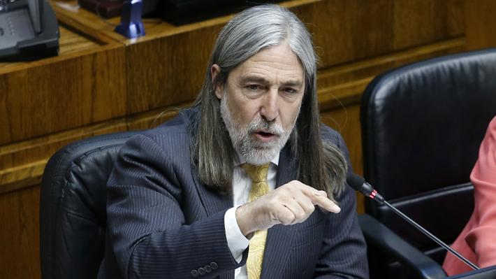 Letelier acusa campaña en su contra tras aparición de foto con jueces suspendidos de Rancagua