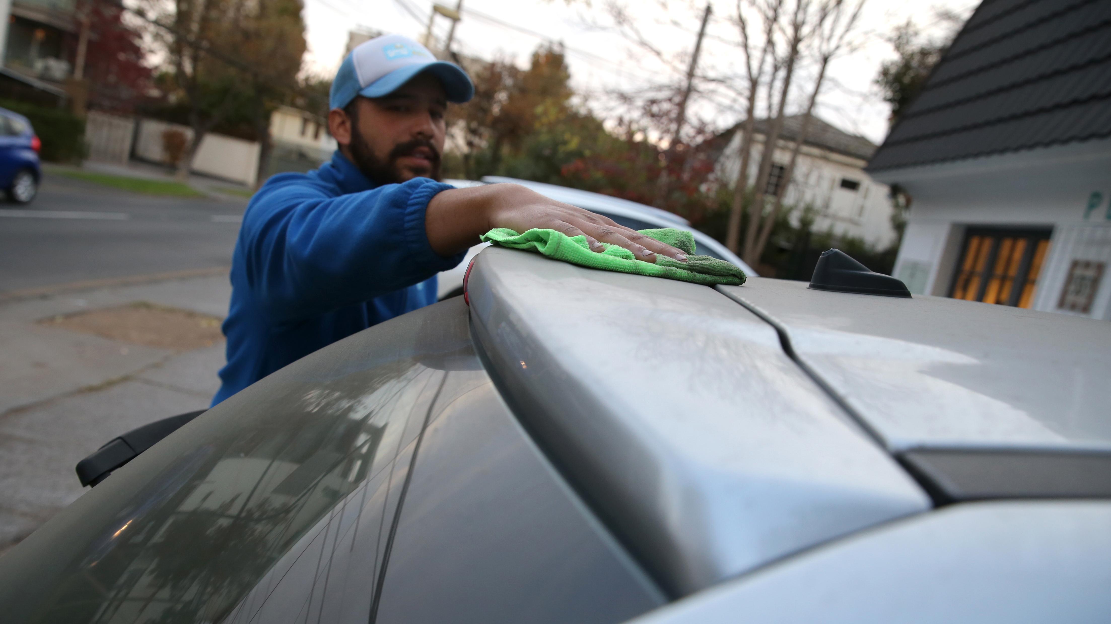85e98e23dbcb Sustentable y a domicilio: La fórmula de éxito a la que apuestan  emprendimientos de lavado de autos en Chile