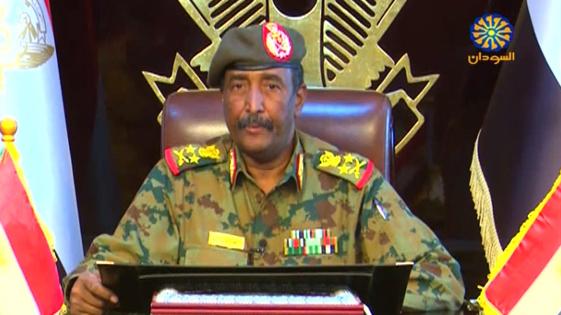 Golpe de Estado en Sudán: Junta militar levanta toque de queda