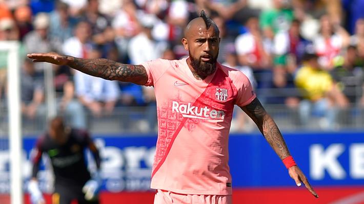 Arturo Vidal hizo un correcto partido con el Barcelona que no pudo derrotar al colista Huesca