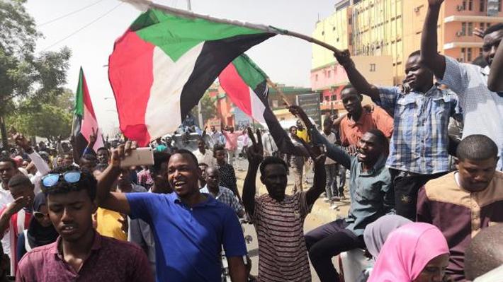Junta militar de Sudán inicia búsqueda de civiles para incorporarlos en la junta de transición política