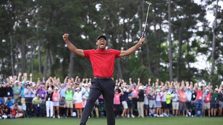 """Y hasta que un día regresó el """"Tigre"""": Tiger Woods vuelve a ganar el Masters de Augusta después de 14 años"""