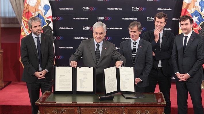 """Gobierno anuncia derogación de 100 leyes """"obsoletas"""" para """"limpiar la maraña de regulaciones"""" en Chile"""